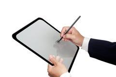 Mains d'affaires produisant sur la tablette Image stock