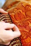 Mains d'artisan fonctionnant en fonction Photos libres de droits