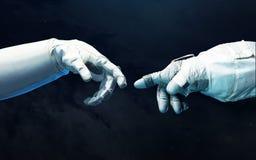 Mains d'astronaute avec le fond de l'espace lointain Éléments de cette image meublés par la NASA Photo stock