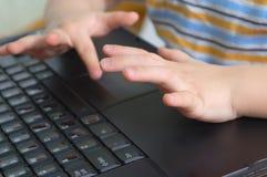 mains d'enfant Images libres de droits
