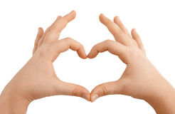 Mains d'enfants affichant la forme de coeur Images libres de droits