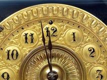 Mains d'horloge antiques de manteau Images libres de droits