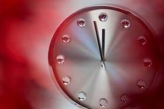 Mains d'horloge atteignant le minuit de 12 horloges Photos libres de droits