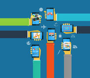 Mains d'interaction utilisant les apps mobiles, apps de mobile de concept Illustration de Vecteur