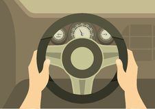 Mains d'un conducteur On Steering Wheel d'une voiture Image stock