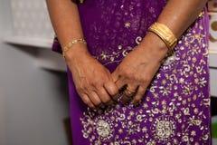 Mains d'une femme agée Images libres de droits