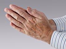 Mains dans la prière Image stock