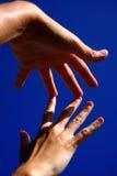 Mains dans le contact photographie stock