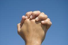 Mains dans le geste de prière Images libres de droits