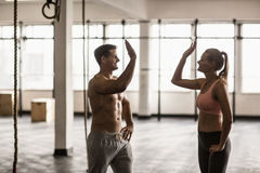 Mains de applaudissement d'un couple musculaire photo stock