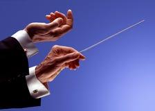 Mains de conducteur d'orchestre photo stock