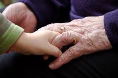 Mains de dame âgée Image stock