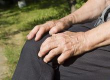 Mains de dame âgée Photo libre de droits