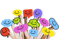 Mains de diversité tenant Smiley Faces Icons Concept Images stock