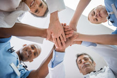 Mains de docteur empilées images libres de droits