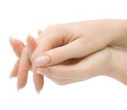 Mains de femme avec les doigts croisés d'isolement   Image stock