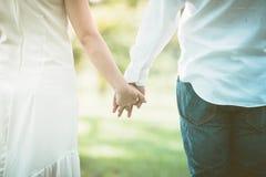 Mains de fixation de couples en stationnement Image libre de droits