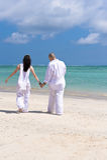 Mains de fixation de couples sur la plage Images libres de droits