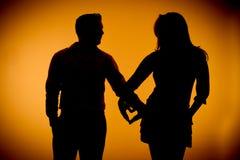 Mains de fixation de photographie de silouette de couples Photo libre de droits