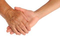 Mains de jeunes et aînées femmes Photo stock