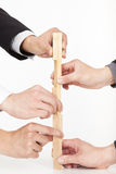 Mains de la construction de groupe d'affaires Image stock