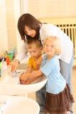 Mains de lavage Photo libre de droits