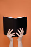 mains de livre Photo stock