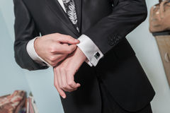 Mains de marié image libre de droits