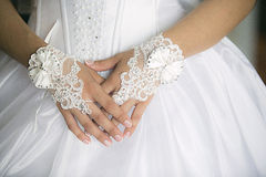 Mains de mariée Photographie stock libre de droits