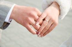 Mains de mariage Photographie stock libre de droits