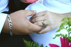 Mains de mariage Images stock