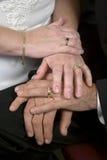 Mains de mariage de classe ouvrière  Image libre de droits