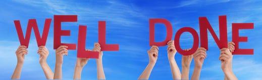 Mains de personnes tenant le ciel bleu bien fait rouge de Word Photos libres de droits