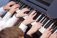 Mains de piano photo libre de droits