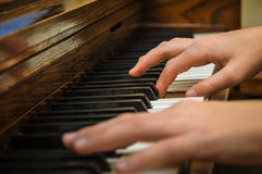 Mains de piano Images stock