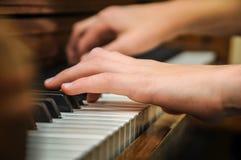 Mains de piano Photographie stock libre de droits