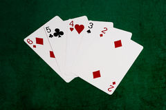 Mains de poker - directement - six à deux Photos libres de droits