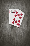 Mains de poker - TWO-PAIR Cinq cartes jouantes formant la main morte du ` s d'homme de tisonnier célèbre photos stock