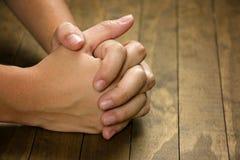 Mains de prière photos stock