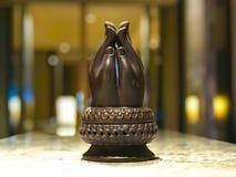 Mains de prière en bronze Scupture de Bouddha photographie stock