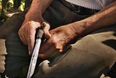 Mains de vieil homme Image stock
