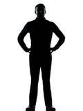 Mains debout d'un homme d'affaires sur la silhouette de gratte-culs photographie stock libre de droits