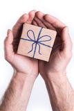 Mains donnant le cadeau Photo stock