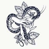 Mains du ` s d'Ève avec le fruit défendu et le serpent Art tiré par la main de tatouage Élément d'une histoire biblique d'Ève Art Image stock