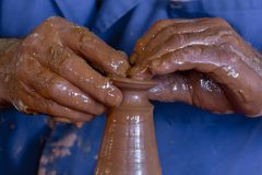 Mains en argile photos libres de droits