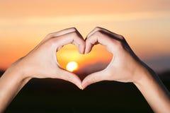 Mains en forme de coeur Photo libre de droits