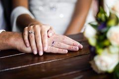 Mains enamourées Photos libres de droits