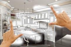 Mains encadrant le dessin d'étude de cuisine et la photo faits sur commande Combinatio Photos libres de droits