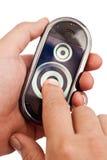 Mains et écran tactile image libre de droits