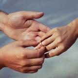 Mains et boucle Photo libre de droits